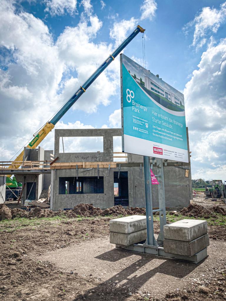 Für alle gut sichtbar: Hier entsteht das Starter Gebäude des Brainergy Park Jülich!